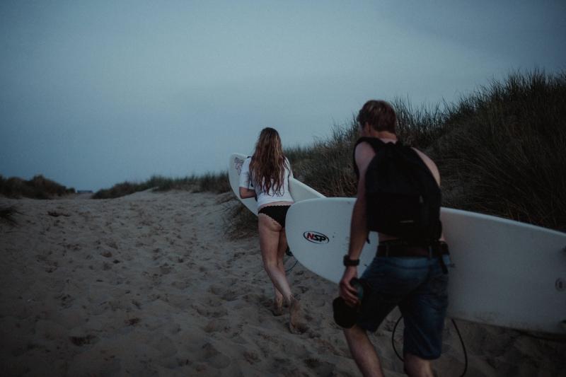 loveshoot couple beach surfing zeeland joran looij photography