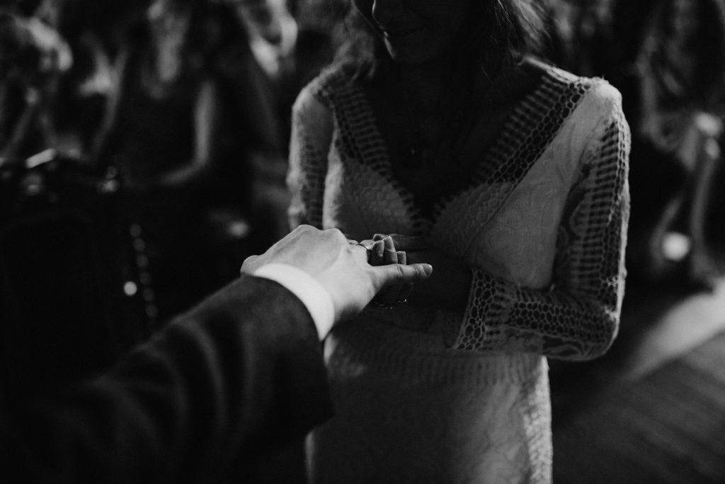 bohemian wedding trouwen ouddorp rotterdam moerkapelle ringen grote kerk overschie