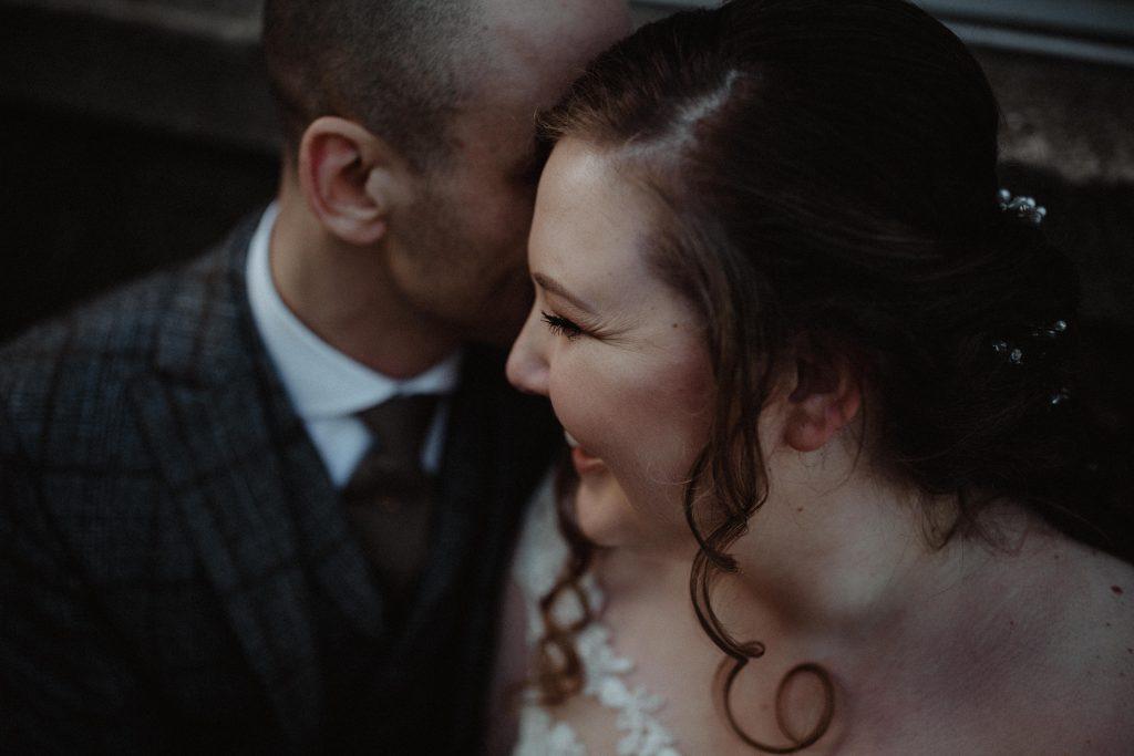 stadsbruiloft trouwen rotterdam zuid kop van zuid hotel new york weddingshoot de machinist