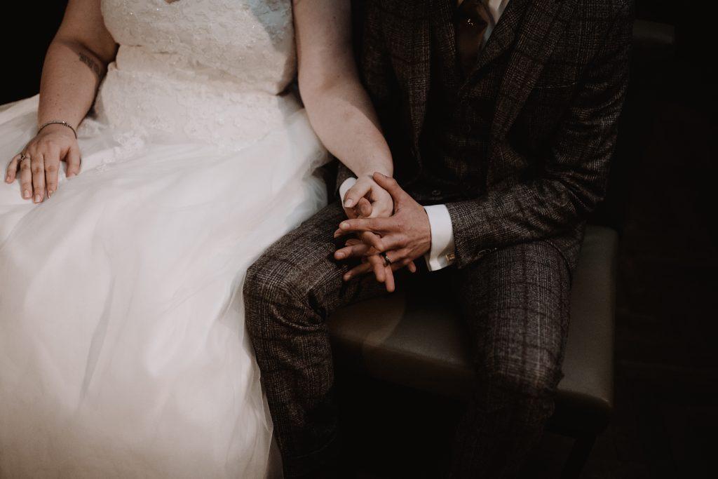 stadsbruiloft trouwen rotterdam zuid kop van zuid hotel new york weddingshoot trouwceremonie de machinist