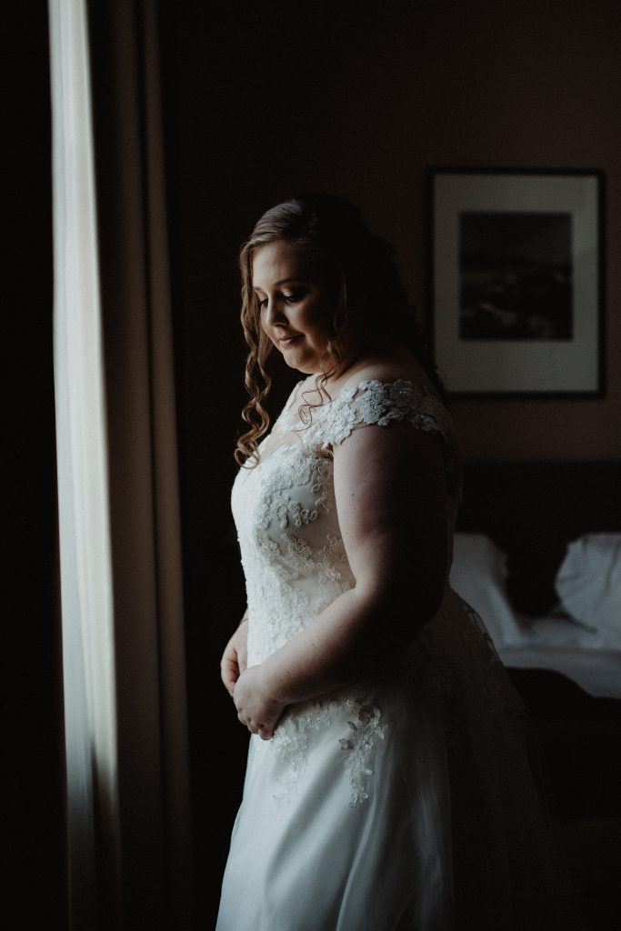 stadsbruiloft trouwen rotterdam zuid kop van zuid hotel new york getting ready