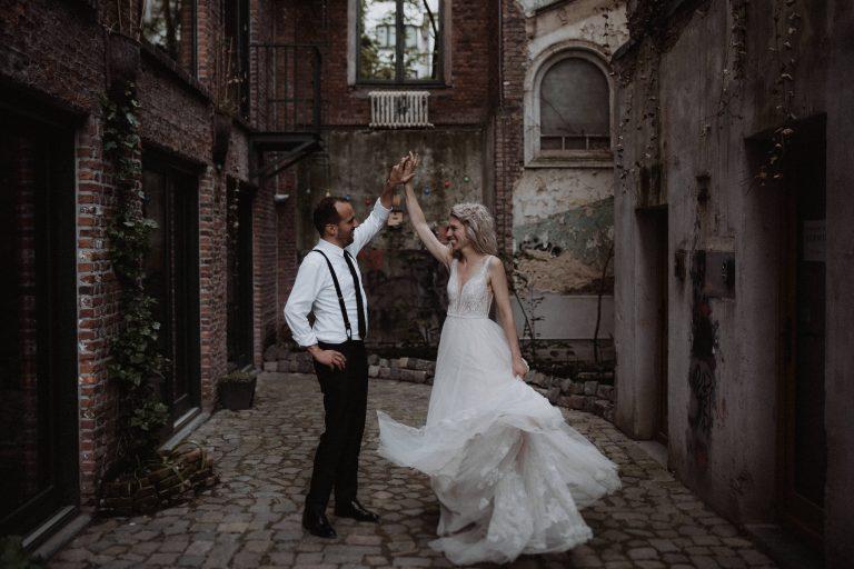 Bruiloft antwerpen stadsbruiloft trouwfotograaf belgië fotoshoot avond pakt antwerpen
