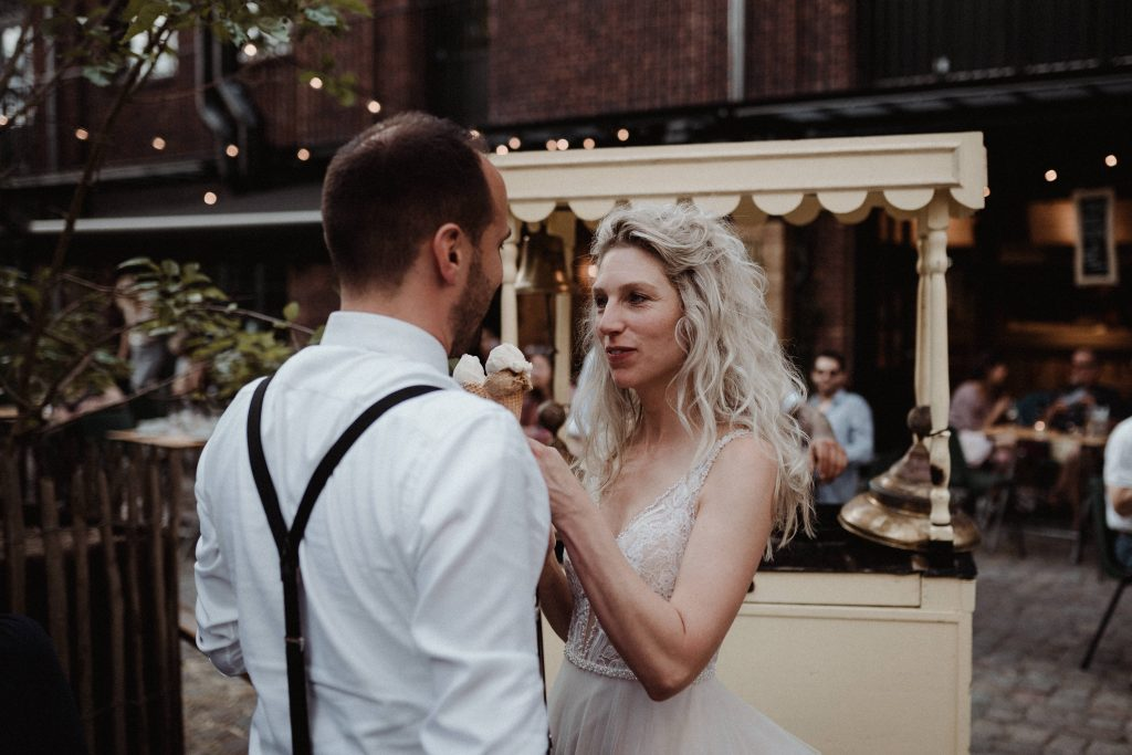 wedding antwerp citywedding wedding photographer belgium diner pakt antwerp standard