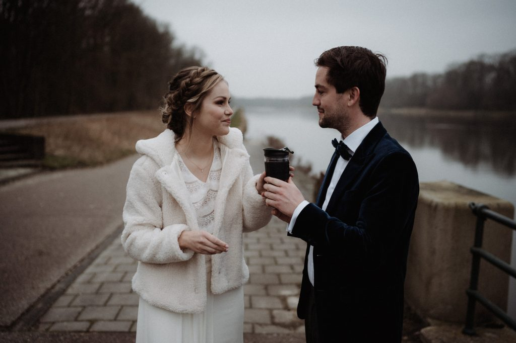 intieme bruiloft intimate winter wedding amsterdam first look