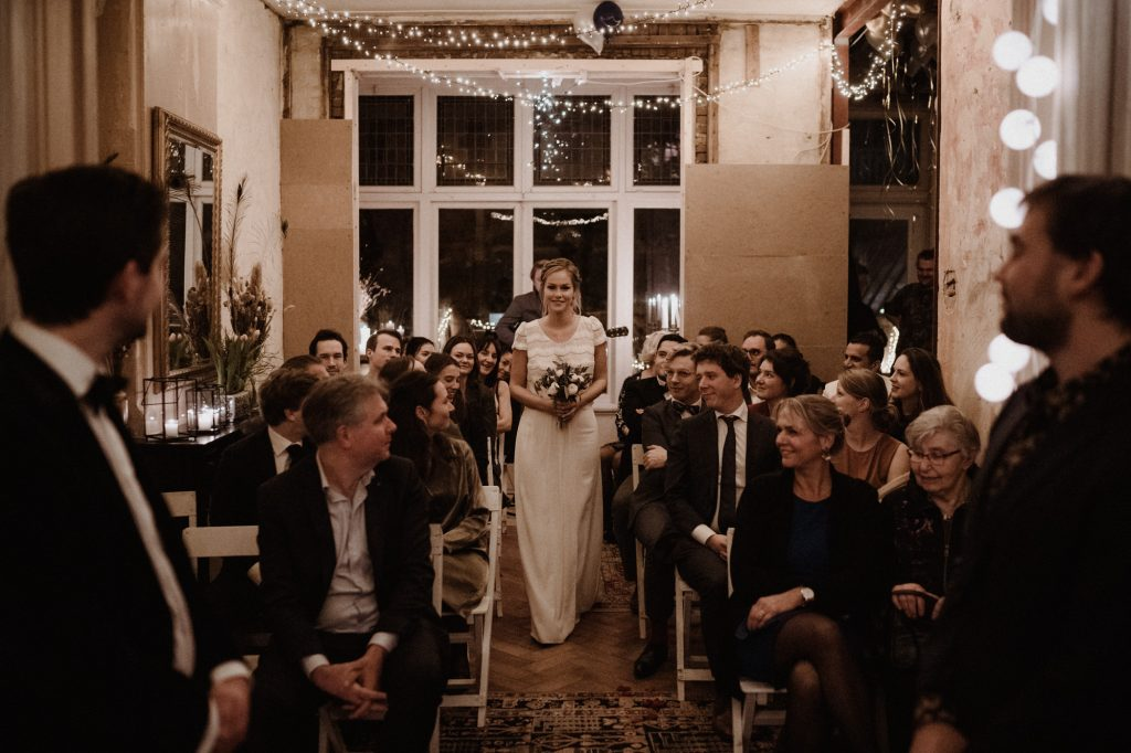 intieme bruiloft intimate winter wedding amsterdam trouwceremonie huiskamer