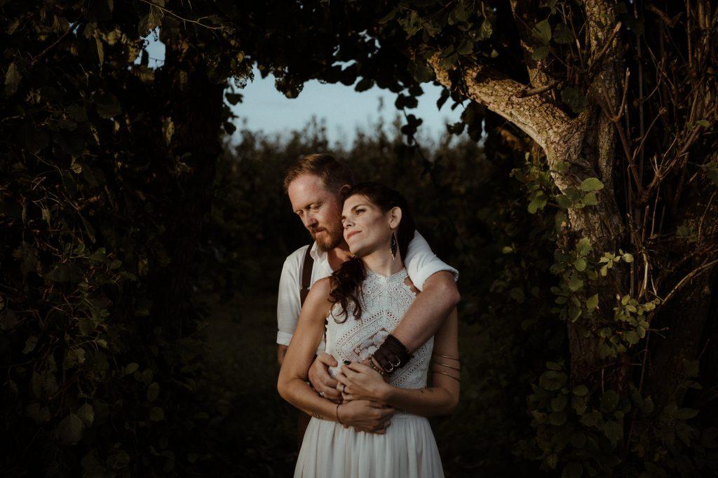 intieme bruiloft boomgaard landgoed olmenhorst trouwfotograaf bruiloftsfotograaf nederland