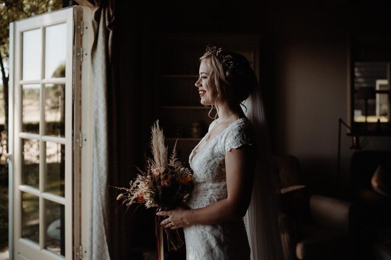 trouwjurk bruiloft zeeland wild love bridal
