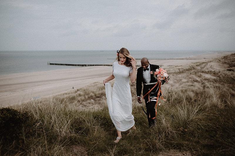 trouwboek bruidsboeket fotoshoot bruiloft zeeland